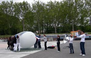 Le ballon est gonflé, l?autorisation est donnée... lâcher immédiat !